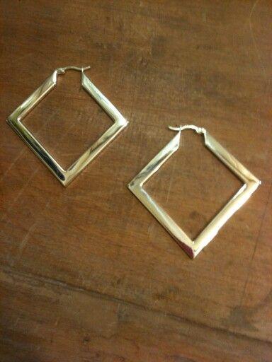 Baklava şekilli 925 ayar Gümüş küpemiz  #küpe #kupe #earring #earrings #taki #takı #takitasarim #takıtasarım #silver #gumus #gümüş #925k #moda #fashion #accessories #aksesuar #accessory #jewelry #jewelrydesign #tasarım #ozeltasarim #özeltasarım
