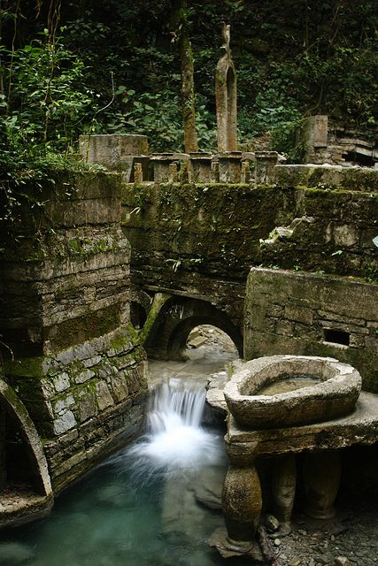 EDWARD JAMES (1907-1984) | LAS POZAS | MEXICO | http://www.outsiderartnow.com/edward-james-las-pozas/