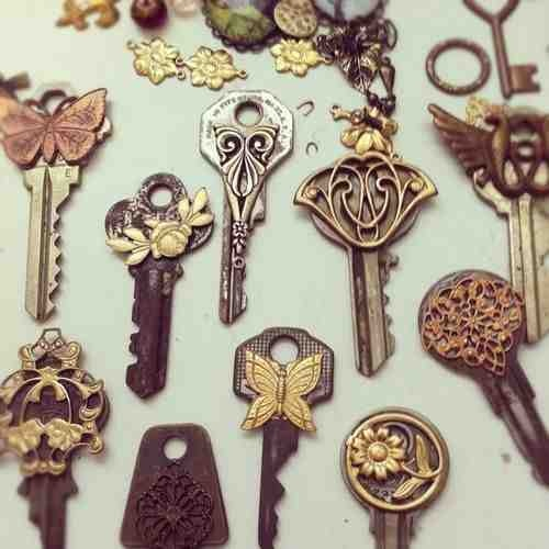 I collect old keys... Think of what I could do with them for a cosplay!! :D