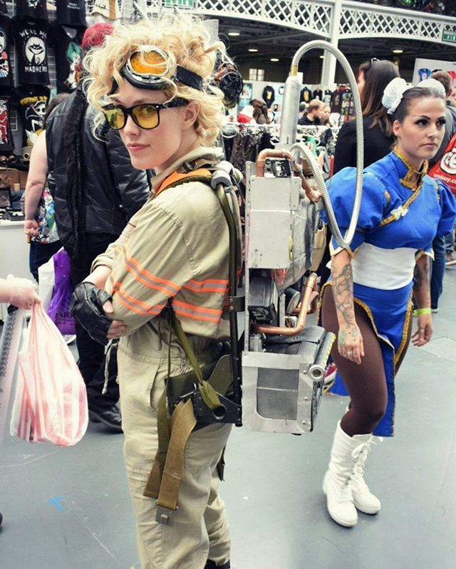 Fab Jillian Holtzmann cosplay - and a great Chun Li in the background too! Just for you @victoryvague #lfcc2016 #Ghostbusters #cosplay #chunLi #streetfighter #jillianholtzmann