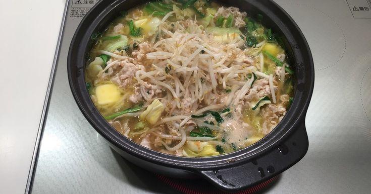 ラーメンスープを利用してお鍋に。味噌スープにバターが加わりお肉も野菜もモリモリ食べられる美味しさがポイントです!