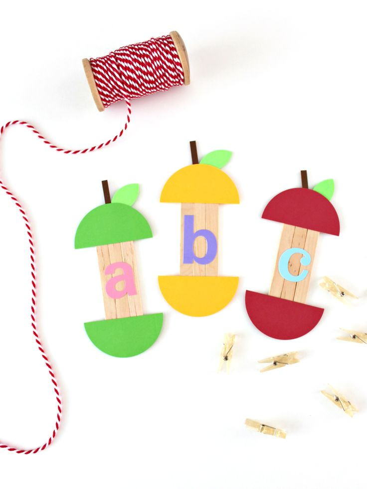 POPSICLE STICKS APPLE CRAFT   HOME :: White House Crafts - https://www.whitehousecrafts.net/single-post/2017/09/04/POPSICLE-STICKS-APPLE-CRAFT