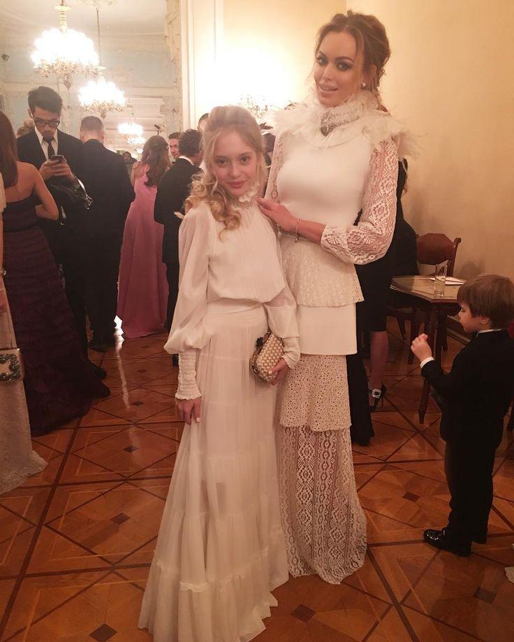 "Creator and owner of the brand A LA RUSSE Anastasia Romantsova   WhatsApp +79299395580  info@alarusse.com  М.Бронная,4;ТГ ""Времена года"",3 этаж"