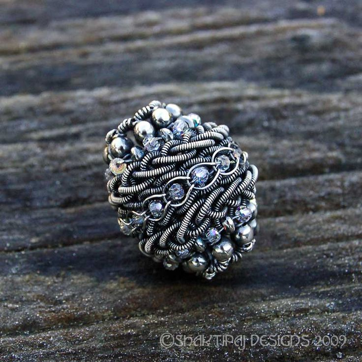 FROM JewelryLessons.comm: Beautiful wire bead. This link takes you to a log-in page where you have to create an account to access the rest of the website.