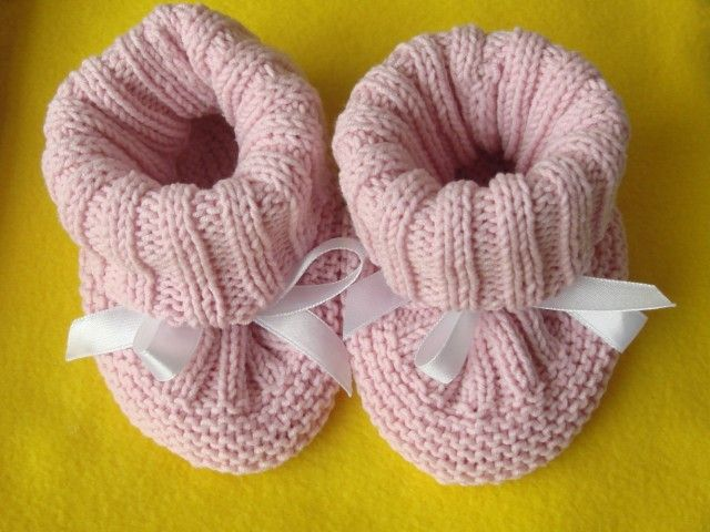 Stay-On Baby Booties-ribbon ties for girls, i-cord for boys. Fingering wt (sock) yarn on sz 1 needles. Step-by-step photos to show process of construction