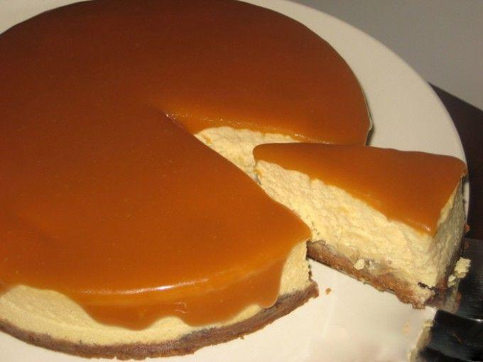 Banánový cheesecake s karamelovou polevou | NejRecept.cz