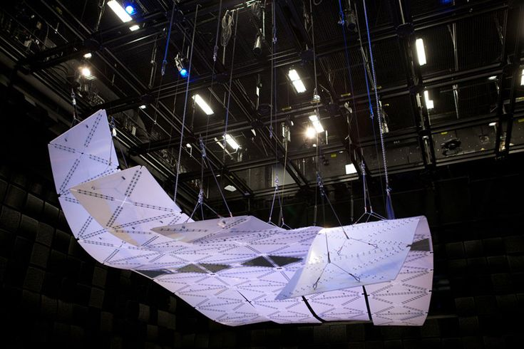 'manta' is formed from a system of CNC machined panels and connectors comprised of high-density polyethylene while it's shape results from bending stiffness and triangulation. the hanging piece makes use of its rigging,  infrastructure and home in an acoustically inert environment in order to become a truly kinetic sculptural work.