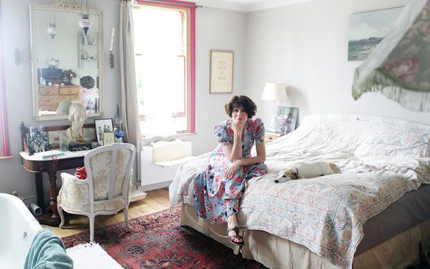 Loving Anna Chancellor's bedroom.