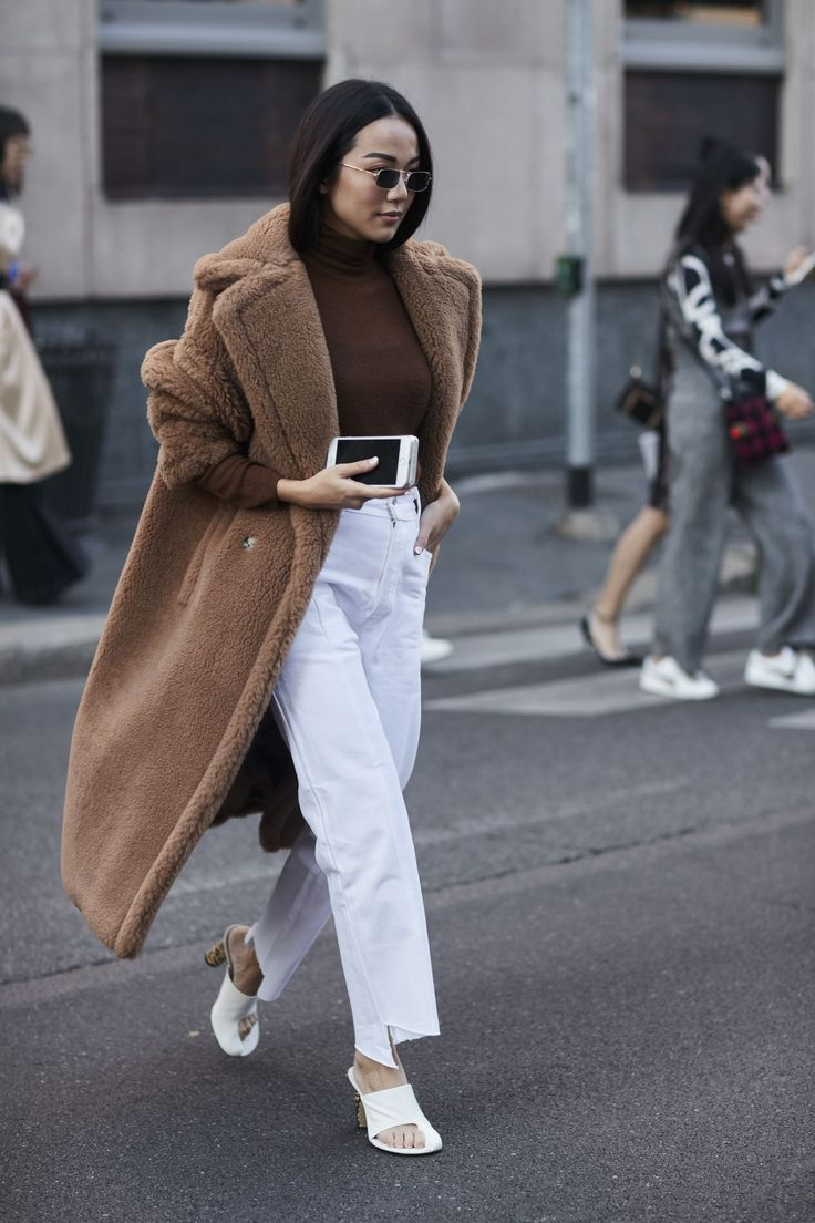 Amazing Coat + turtleneck + white jeans