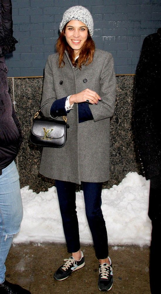 Snowy date night style c/o of Alexa Chung: beanie + wool coat + boxy purse + sneakers