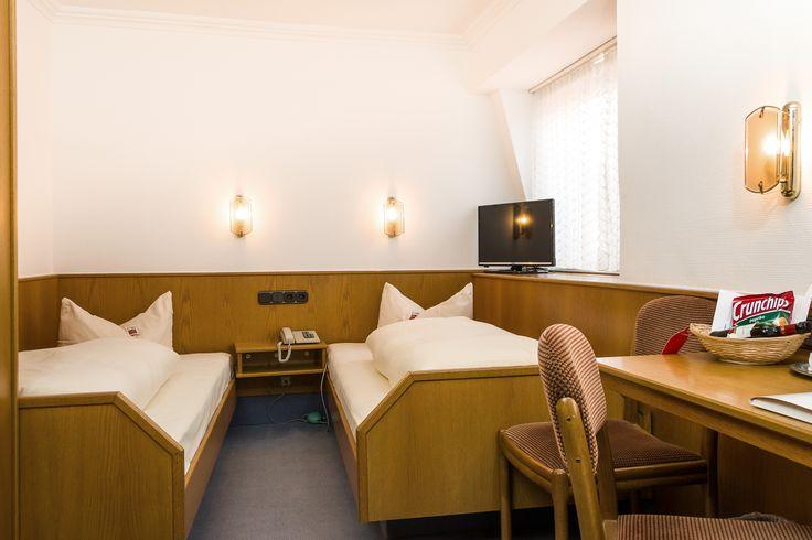 In unserem 3 Sterne Komfort-Hotel ist der Großteil der Zimmer (75 Betten) mit Bad/Dusche, WC, Haarfön, Minibar, TV, Radio und Balkon ausgestattet.