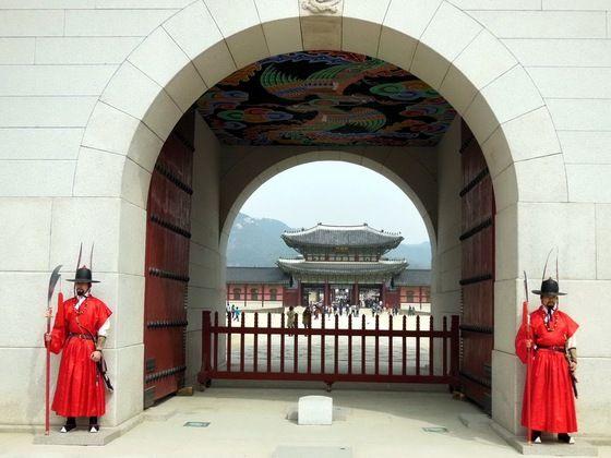 #Corea del Sud - guardie al palazzo imperiale a #Seul - di regi