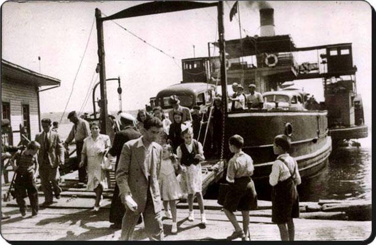 1940 - Dünyanın ilk araba vapuru #Suhulet Üsküdar İskelesi'nde yolcularını indiriyor.