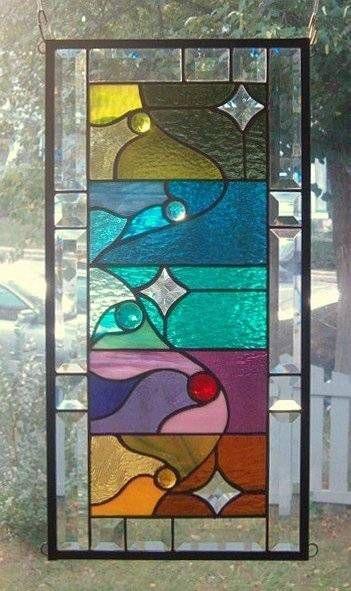 Un panel de la estrella encima del vitral                              …