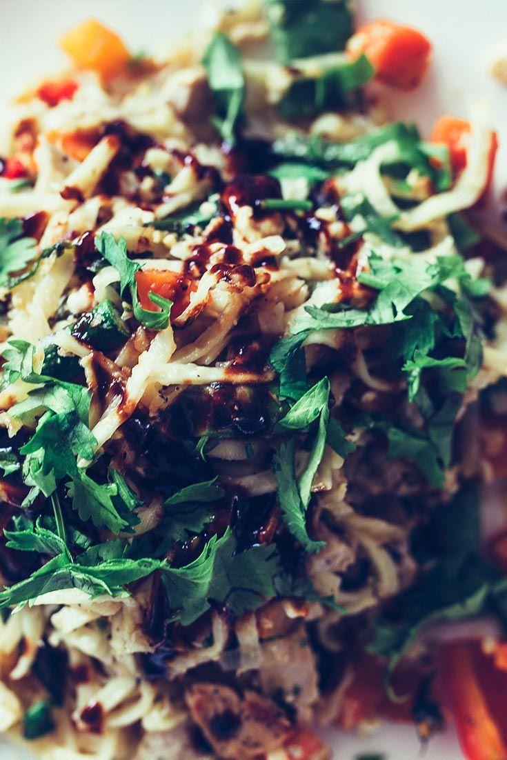 Chinapfanne selber machen - gebratene Nudeln mit Knoblauchhuhn und Sauce...sehr lecker und gar nicht schwer...