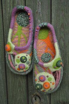 beautiful shoes (Yana Volkova). Oh how I would like these on my footsies.