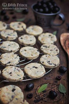 Biscuiti cu masline - fragezi si deliciosi cu aluat fraged cu unt, sare, parmezan, aromati cu oregano si plini de masline