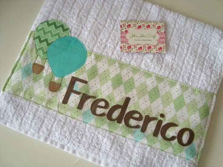 Toalhinha com barrado em tricoline, aplicação do tema e do nome. <br>Ideal para higiene após as refeições e também para usar na escola. <br> <br>*** Valor está incluso o primeiro nome da bebê. No caso de nome composto por favor nos consultar antes de realizar a compra.