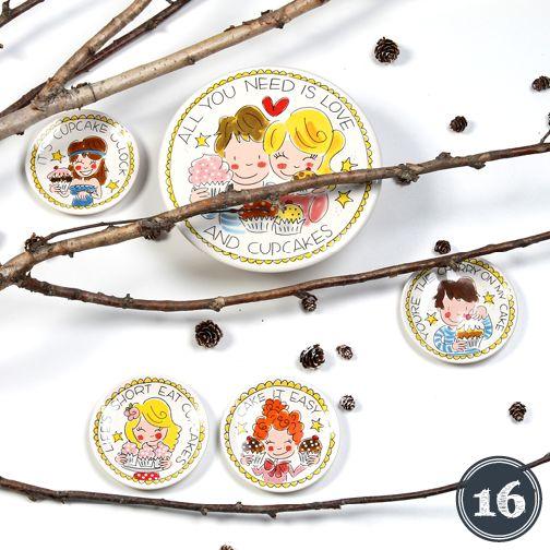 DAG 16: GIVE-AWAY Blond Amsterdam. Wil jij zo'n leuke set van een cupcakeplateau en vier cupcakeschoteltjes twv €45,95 winnen? Laat het ons weten. http://on.fb.me/1yYbTtG  *looptijd van de actie t/m 17 december 23:59 uur. De winnaar wordt 18 december bekend gemaakt.