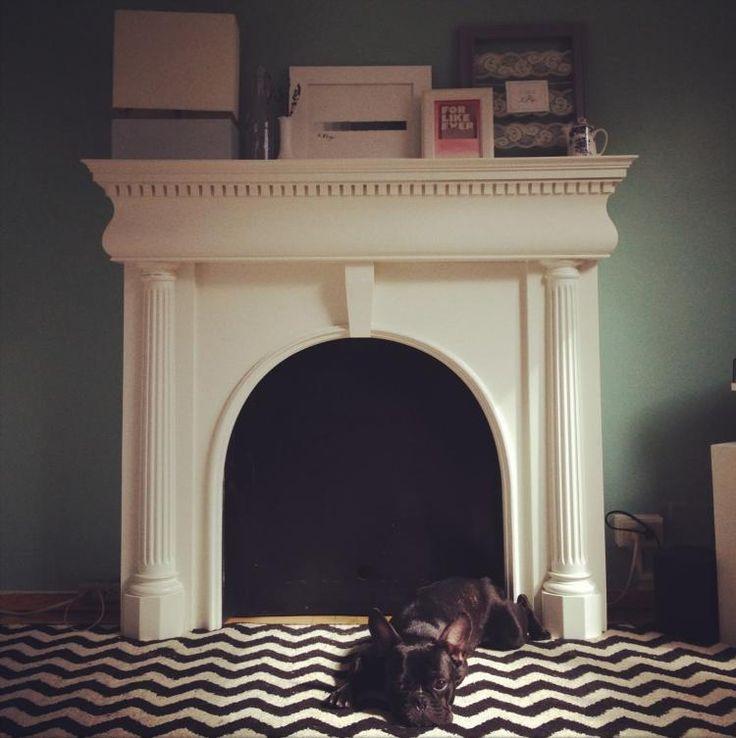 die besten 25 kaminumrandung ideen auf pinterest kaminverkleidungen schm cken falshe. Black Bedroom Furniture Sets. Home Design Ideas