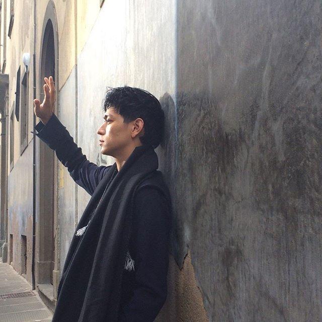 Instagram media highcutstar  - 待望のファンのためにしたカットより! 私は今写真の中の#カン・ドンウォンと同じポーズをとって好きです。 実物最高美男の威厳に目がブッシュよ。 この眩しさをいっぱい込めて行きます!#ハイカット×カン・ドンウォンカミングスン♡#highcut#ハイカットスター#highcutstar