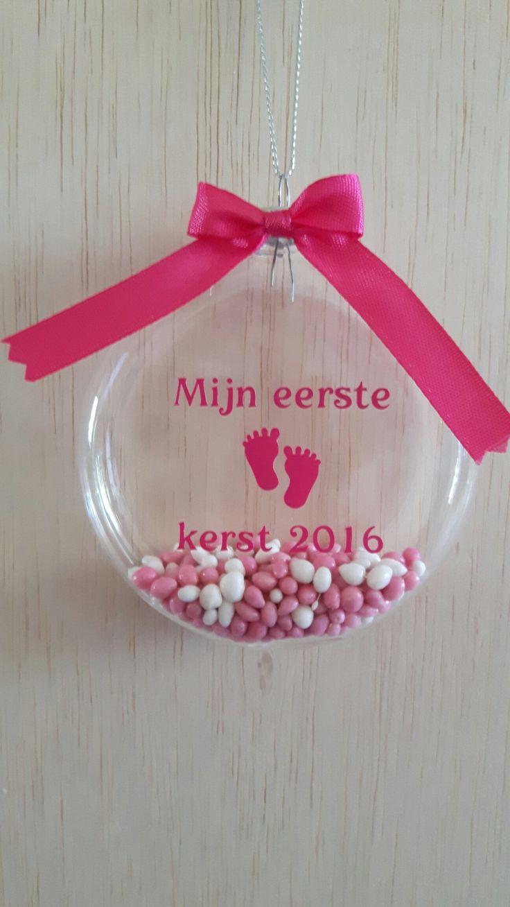 Mijn eerste kerst 2016 kerstbal met roze geboortemuisjes.  Verkrijgbaar bij www.kraamgifts.nl