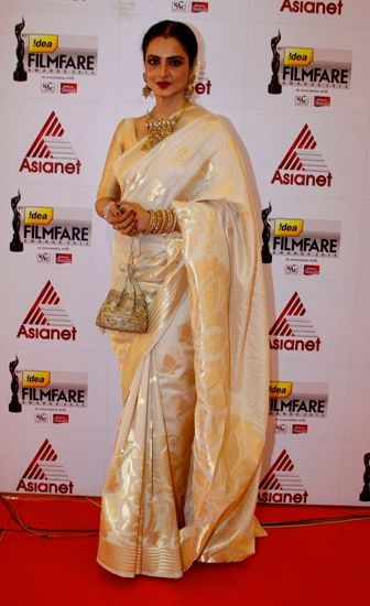 Rekha in a White and Gold Saree White and gold - perfect wedding colours with a subtle, neutral palette. Wear 1/2 or 3/4 sleeved blouses for a vintage structured look. Indian designer - silk saree - Indian couture #thecrimsonbride