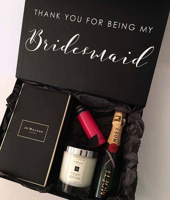 Personalised gift Box - Groomsman, Best man - Bridesmaids Gift Box Internal Measurement: W 30cm X L 22cm X H 10cm Material: Foldable Rigid Box covered with black paper laminated finish finish - Magnetic Closure, no ribbon.   *Please leave the box writing at checkout in the note to seller section*  If you have any questions, please dont hesitate to contact me.   A beautiful way to present your family/friends/bridesmaids, groomsmen.  This will make a beautiful keepsake for them!  *ple...
