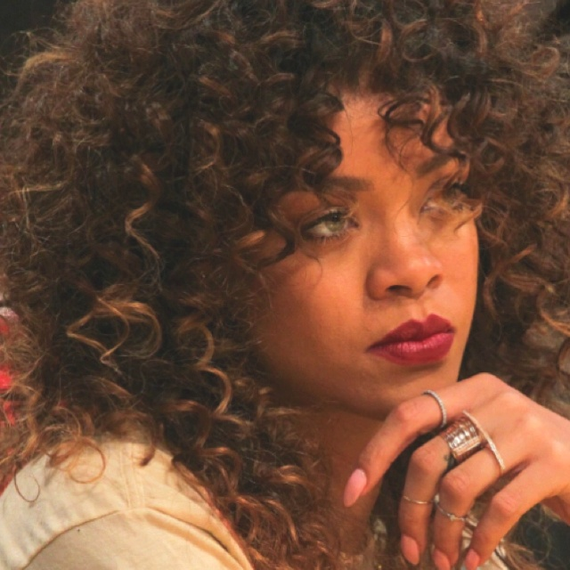 Rihanna, natural curly hair with caramel highlights ...