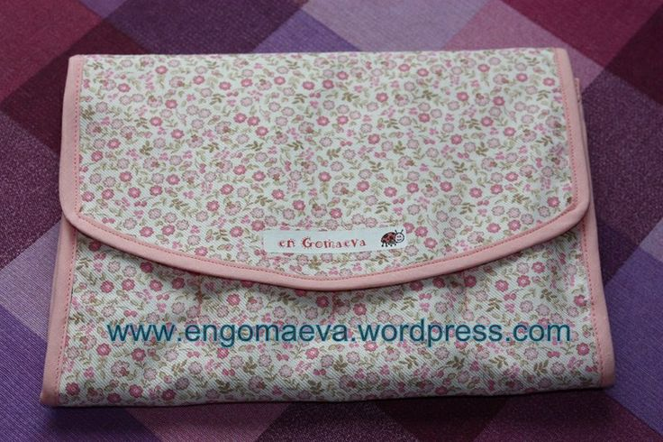Pencil case for painting, colour Pink -- Estuche para pintar, color Rosa.