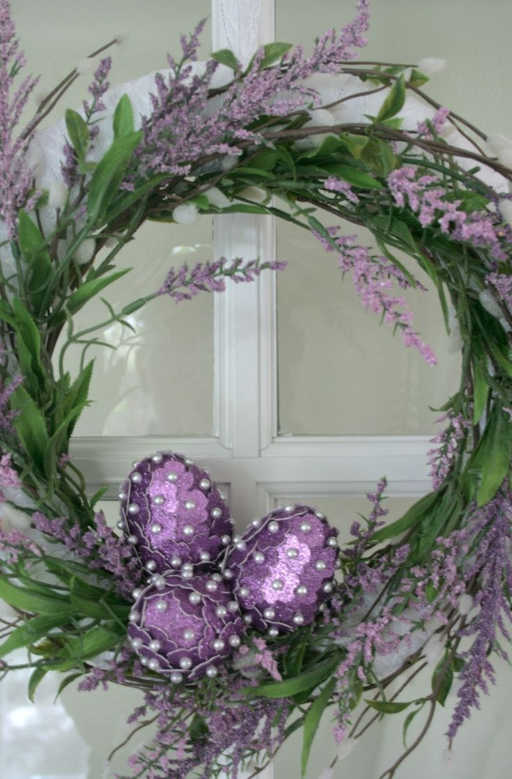 Here's my last little craft for my corsage pin embellished eggs. I added them to a cute little ribbon wrapped wreath.  Here's how I did it...