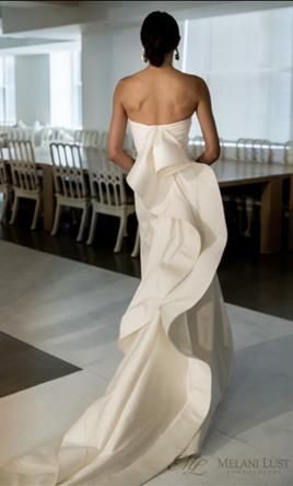 Oscar de la Renta Caroline Silk Mikado Trumpet Gown 10: buy this dress for a fraction of the salon price on PreOwnedWeddingDresses.com