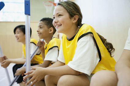 EPS - Agir et s'exprimer avec son corps - L'EPS à l'école, une priorité éducative majeure. L'éducation physique et sportive vise le développement des capacités motrices et la pratique d'activités physiques, sportives et artistiques. Elle contribue à l'éducation à la santé, à la responsabilité et à l'autonomie, aux capacités d'adaptation et de coopération ainsi qu'au développement de l'imagination. #eps #academie #paris #ecole #premierdegre #education #sport #pedagogie #eleves