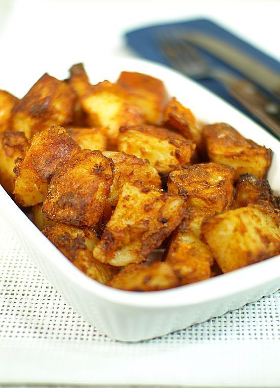 Zapiekane ziemniaki na sposób gospodarski.  Mają smakowity aromat świeżo upieczonego chleba. Są chrupiące i lekko pikantne. Mało jest dań, do których nie pasują :)