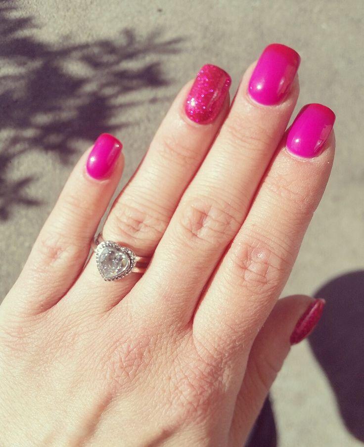 #nails #nailart #unghie #fucsia #naildecor #manicure #nailsideas #gel #glitter #unghiemania #unghiegel #pazzeperleunghie #nailstyle