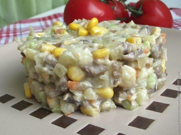 Салат с грибами и кукурузой / Рецепты с фото