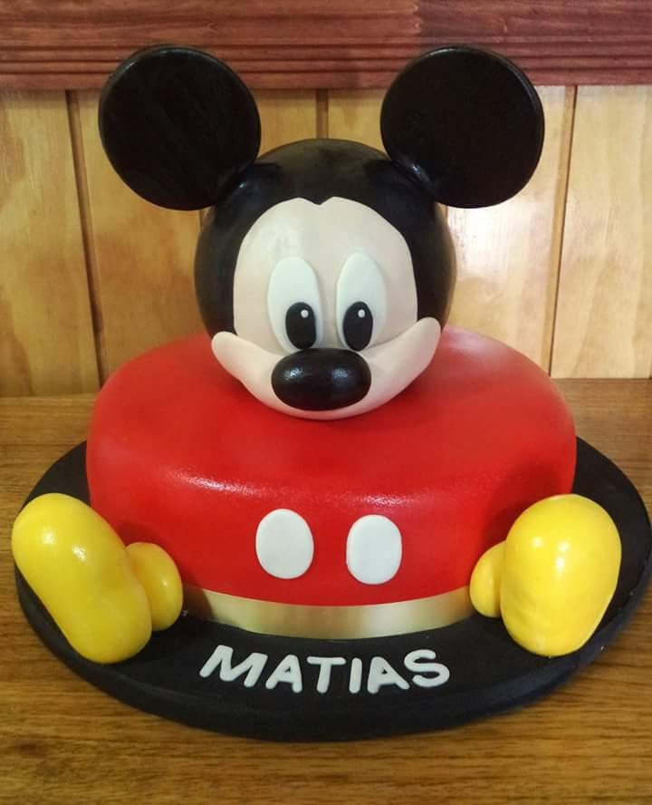 Más #Mickey #fondant #cake by Volován Productos #instacake #puq #Chile #VolovanProductos #Cakes #Cakestagram #SweetCake