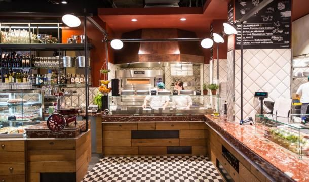 Semplicemente PIZZA! Darf es eine knusprige, ofenfrische Pizza sein? Herzlich willkommen an unserer PIZZA Station. Unser Pizzaiolo freut sich auf jeden Gast!