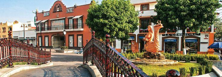 Metepec. Cercano a la ciudad de Toluca, este Pueblo Mágico te sorprenderá con su tradición alfarera la cual ha dado vida a hermosas artesanías típicas del Estado de México como los árboles de la vida.