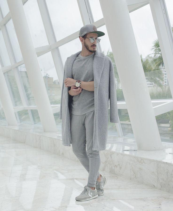 Outfit Men, Fashion Men, Men Style, Zara, sweatpants, overcoat, grey look, Converse - insta @rodrigoperek - www.rodrigoperek.com