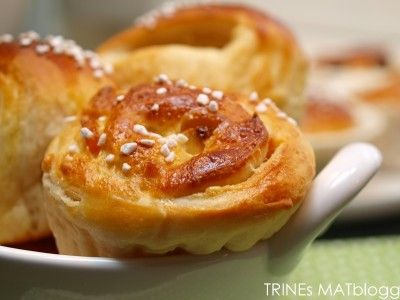 Speltboller med aprikos og hvit sjokolade - TRINEs MATblogg