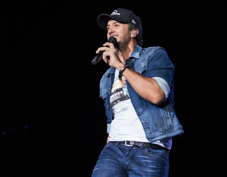 #KillTheLights with #LukeBryan! Get your tickets today.