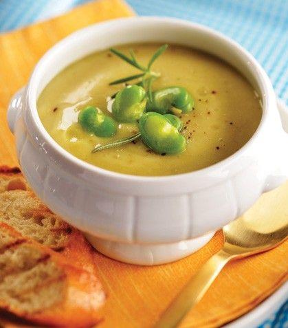 Prepara una deliciosa sopa de habas para tu familia.