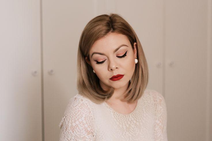 Pin-up make-up - full tutorial: http://oanazidaru.ro/beauty-and-make-up/cum-sa-realizezi-un-machiaj-cu-tus-de-ochi-in-stilul-pin-up/