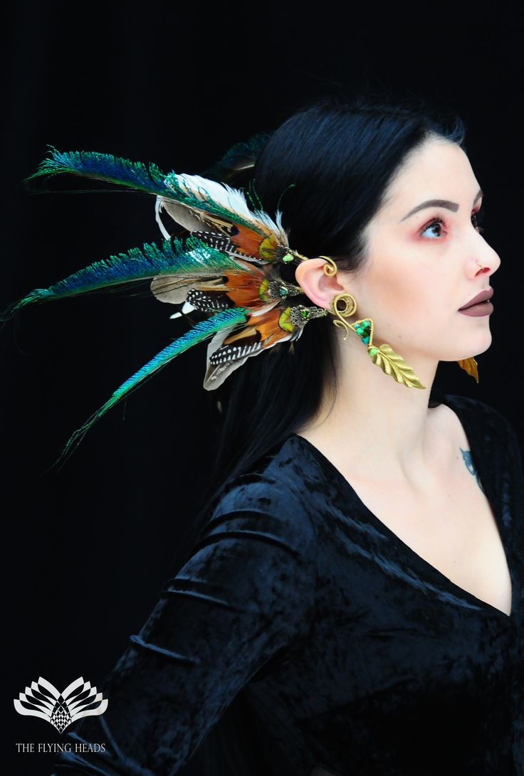 *** The Flying Heads Double-sided Feather Earcuff with Golden Leafs *** These increadible earcuffs were made of pheasant and peacock feathers, decorated with green glass beads and stones among the special wire-bends. It was complimented with a gold color leaf on both sides. Perfect accessory for any occasion! From elegant look, to festival or performance gear!