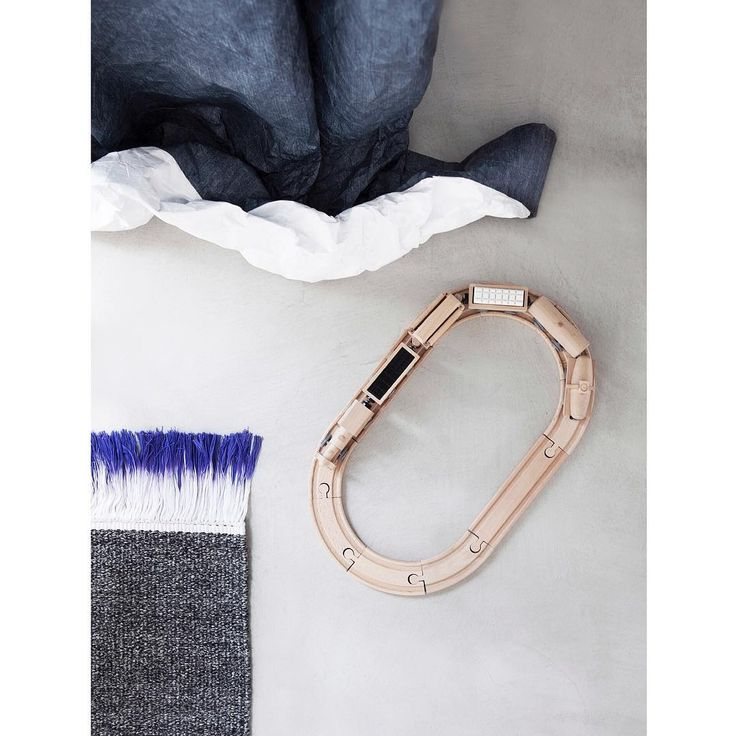 Crisp and cool afternoons. Finnish styilst Susanna Vento get into details with the FLUX rug and SKATER curtain.