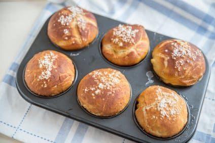 Du ernährst dich Low Carb und suchst nach einem einfachen Rezept für Low Carb Brötchen? Hier findest du ein tolles Rezept für Croissant-Brötchen, das super in deinen kohlenhydratarmen Ernährungsplan passt.