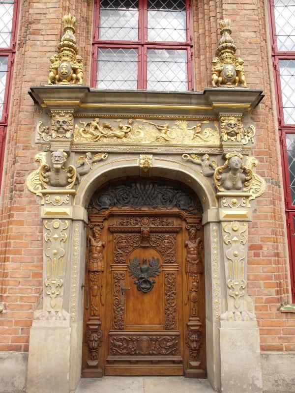 Gdansk, Poland: New Alderman House of the Bench (1567): door (1567)