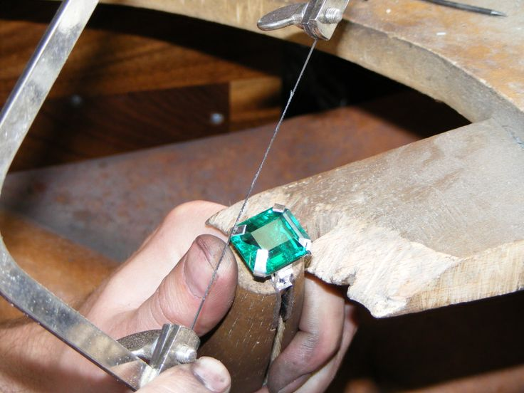 Setting a large Emerald into a ring. www.ascheron.com