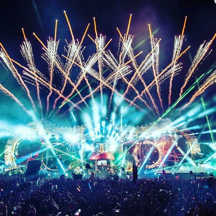 By kogelsnel.nl: vuurwerk en rave - - - #raver #firework #ravenisleven #feest #dansjesdoen #dansen #rave #techno #hardcore #hardstyle #edm #house #muziek #music #enjoy #life #show #cuttingshapes #konijnendans #hakken #shuffle #blue  #smile #congratulations #season #colors #hot #sopretty #crazy #love #hakken #gabermadness